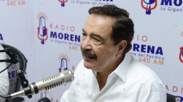 El alcalde de Guayaquil, Jaime Nebot, ofreció una cadena radial en los estudios de Radio Morena. Cortesía Municipio de Guayaquil
