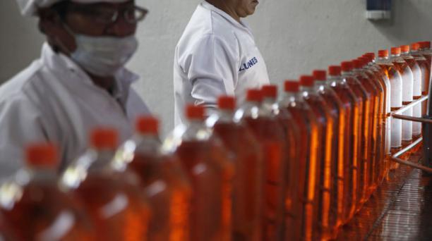 USD 58, 80 gasta en promedio el ecuatoriano en bebidas procesadas sin alcohol. Foto: Archivo/ EL COMERCIO