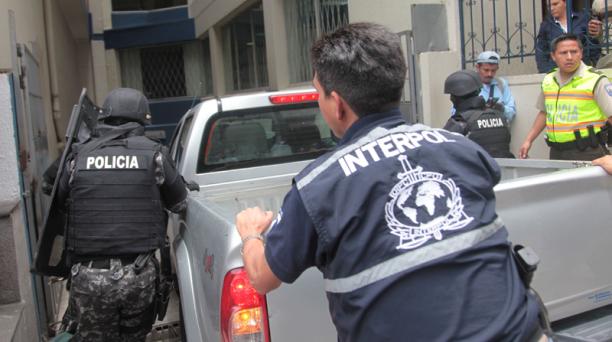 Agentes de Interpol trasladaron el lunes desde Colombia a dos policías que están dentro de las investigaciones