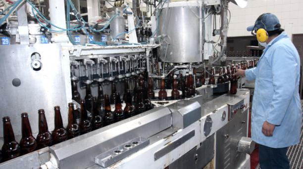 Cervecería Nacional considera no elevar el precio de la cerveza, pero podría suspender la producción de Pony Malta, debido al incremento de los impuestos en la reforma tributaria. Foto: Archivo/ EL COMERCIO