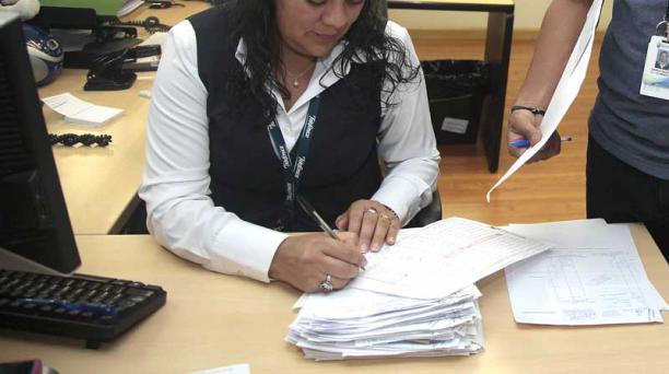 Los departamentos financieros de las empresas alistan los roles de pago para la entrega de las utilidades del año 2015. Foto: Archivo/ EL COMERCIO