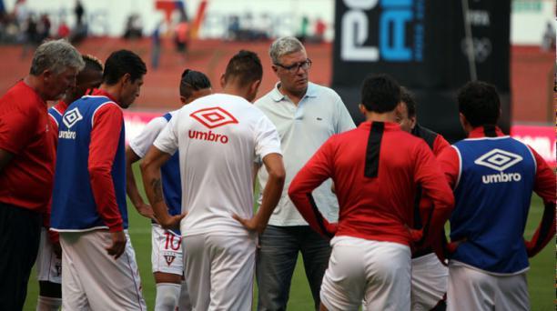 Antes del partido con D. Cuenca, el DT Álvaro Gutiérrez conversó con sus jugadores.