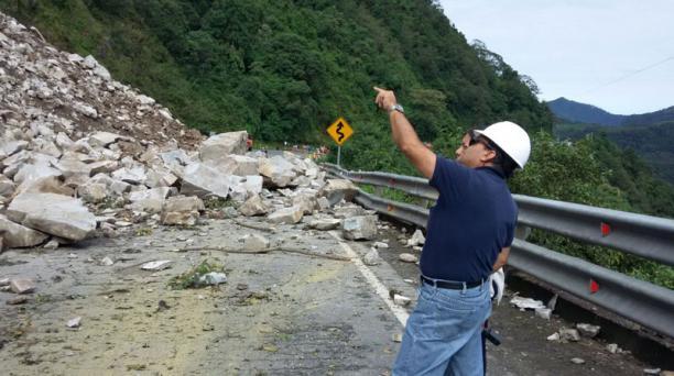 Las autoridades estudian la declaratoria de emergencia vial debido a los derrumbes en la vía Alóag - Santo Domingo. Foto: EL COMERCIO