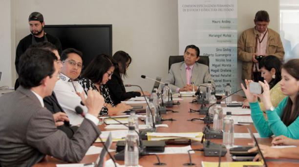 Mauro Andino, titular de la Comisión, comentó que se pedirá información al Servicio de Rentas Internas (SRI), Municipio de Quito, a la Contraloría, superintendencias de Bancos y Compañías en el caso ´Panama Papers'. Foto: Cortesía Asamblea Nacional