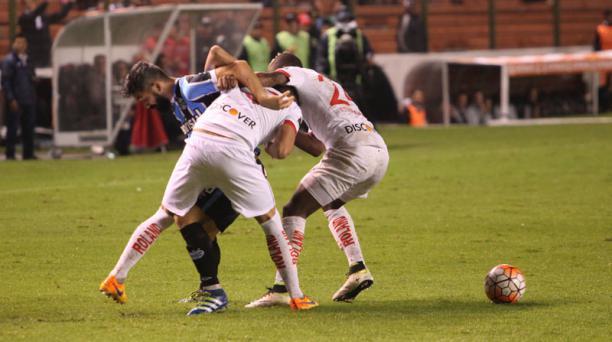 Partido jugado en el estadio Casa Blanca entre Liga de Quito y Gremio de Porto Alegre por el grupo 6 de la Copa Libertadores. Foto: Vicente Costales/ EL COMERCIO