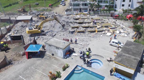 El Hotel Royal de Pedernales fue destruido por el terremoto del 16 de abril, en Ecuador. Foto: Vicente Costales/ EL COMERCIO