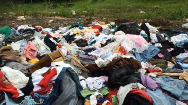La funcionario que dispuso que las prendas donadas fueran depositadas en un relleno sanitario de Macas fue separada del MIESS. Foto tomada de la cuenta Twitter @RobertoEsMorona
