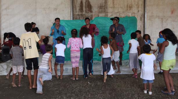 Los infantes van a este lugar para relajarse, jugar, pintar incluso juegan a que hacen guardia frente al terremoto