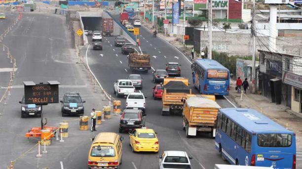 La falta de rampas y el desconocimiento vehicular causan congestión  en el intercambiador de Carapungo. Foto: Eduardo Terán / EL COMERCIO