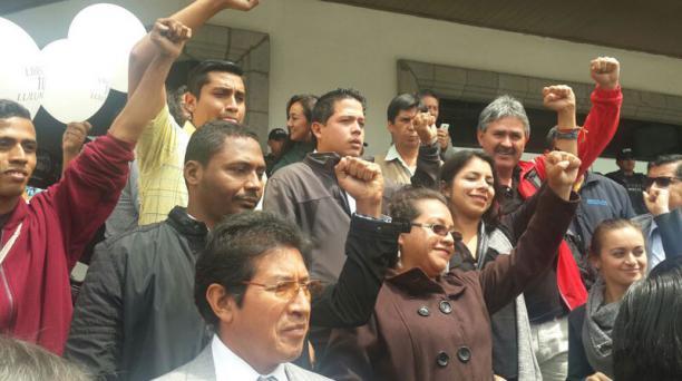 En las afueras de la Corte Nacional de Justicia, los llamados 10 de Luluntoto gritaron en que se hizo justicia en su caso. Foto: Diego Bravo/ EL COMERCIO
