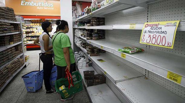 Los productos como azúcar, aceite y harina son los más demandados por los ciudadanos venezolanos que llegan a la frontera con Colombia. Foto: EFE