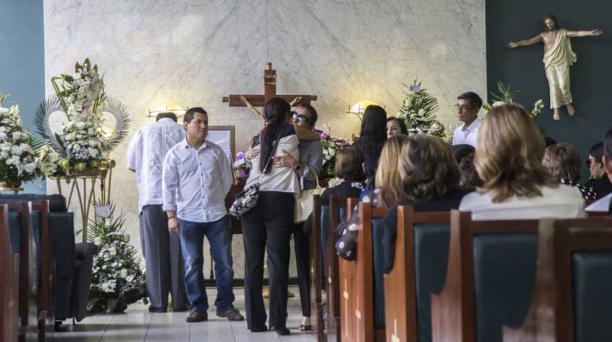Velatorio de Adolfo Bucaram en las salas de la Junta de Beneficencia. Foto: Wladimir Torres / EL COMERCIO