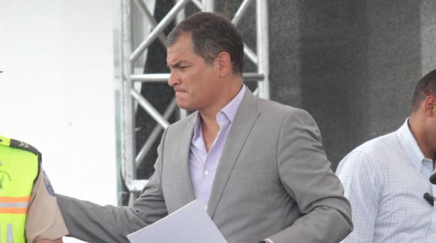 Rafael Correa lanzó esta acusación durante un encuentro con periodistas en Guayaquil (suroeste), donde se refirió al reciente pago de USD 112 millones efectuado por el Estado en favor de Chevron. Foto: Mario Faustos / EL COMERCIO