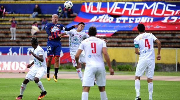 Deportivo Quito ante Colon F.C. en el estadio Olímpico Atahualpa en la serie B. Foto: Juan Ruiz/ API
