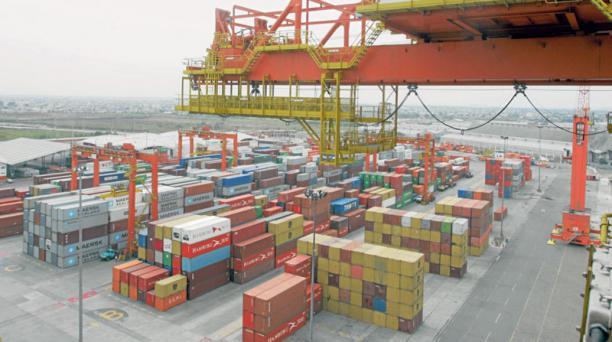 A los puertos del país arriban contenedores con productos que todavía tienen salvaguardias. Foto: Archivo, Mario Fautos /  EL COMERCIO
