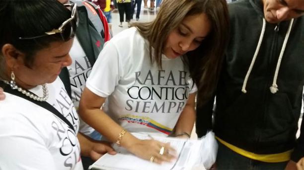 El Colectivo Rafael Contigo Siempre dice que se acerca al millón de firmas recolectadas. Foto: Twitter @RafaelContigo