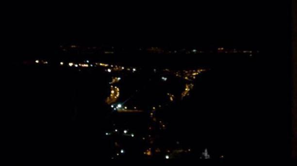 Fotografía tomada desde el sector de la González Suárez donde se muestra el valle de Tumbaco, con sectores sin luz.