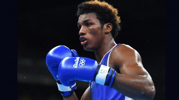 Carlos Mina pelea este miércoles 10 de agosto ante Joseph Ward por el paso a los cuartos de final. Foto: AFP
