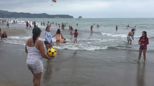 Para recibir a unos 40 000 turistas se han tomado medidas de seguridad para los bañistas en Esmeraldas. Foto: Marcel Bonilla / EL COMERCIO