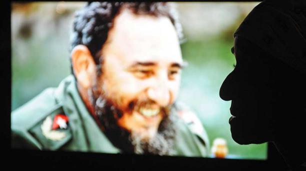 En La Habana se realiza una muestra audiovisual del líder cubano Fidel Castro en su 90 cumpleaños. Foto: AFP