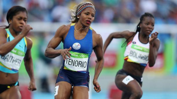 La atleta ecuatoriana Ángela Tenorio (centro) compitió el lunes 15 de agosto de 2016, en la categoría 200 m femenino de los Juegos Olímpicos Río 2016, en Río de Janeiro (Brasil). EFE