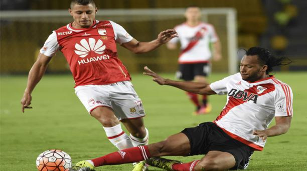 El defensa Arturo Mina actuó en River Plate en la Recopa Sudamericana. Foto: AFP