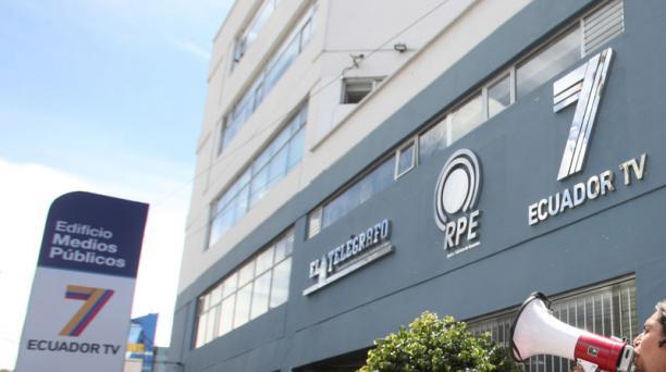 Los servidores y trabajadores que venían trabajando en Ecuador TV, Radio Pública y Agencia Andes podrán formar parte de Medios Públicos EP. Foto: Archivo