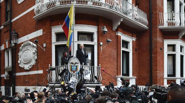 Julian Assange permanece en la embajada de Ecuador en Londres desde junio del 2012. Foto: AFP Archivo