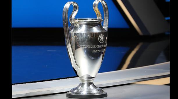 La Copa de la UEFA Champions League conocida como La Orejona estuvo presente en Mónaco. Foto: AFP
