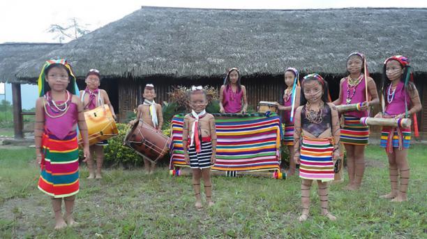 En la comuna Chigüilpe,los niños aprenden a tocar los instrumentos desunacionalidad,en la Escuela Tolón Pelé. Foto: Juan Carlos Pérez y Cortesía de Tolón Pelé