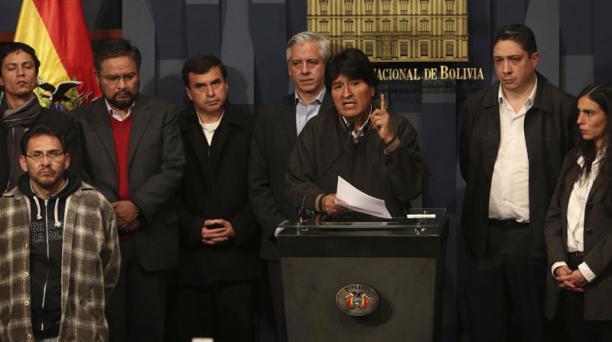 El presidente Evo Morales decretó tres días de duelo nacional por la muerte de viceministro del Interior de Bolivia. Foto: EFE
