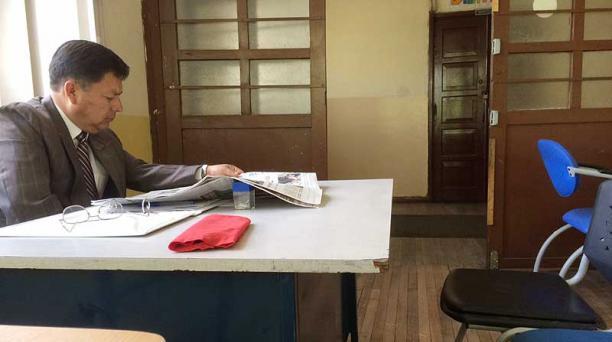 A la comisión liquidadora llegan los docentes a poner denuncias contra la UNE. Foto: EL COMERCIO