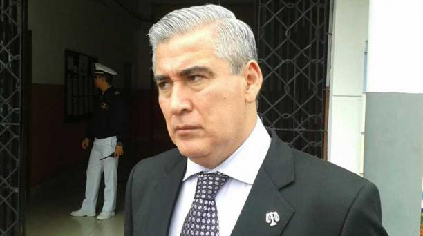 Juan Vizueta, abogado del teniente de Navío Ángel Realpe, indicó que los plazos para presentar una acción en contra de su defendido prescribieron. Foto: EL COMERCIO