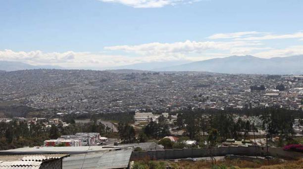 La parroquia está conformada por cerca de 400 barrios, conjuntos y condominios. A los moradores les preocupa la pérdida de espacios verdes. Foto: Julio Estrella / EL COMERCIO