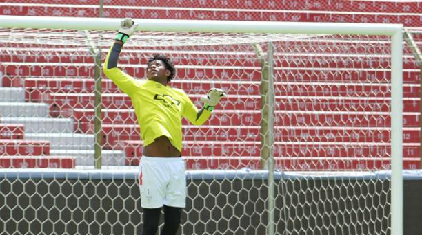 Leonel Nazareno debutará en el arco de Liga de Quito en la Serie A. Foto tomada de la cuenta www.ldu.com.ec
