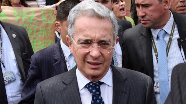 Álvaro Uribe felicitó al presidente Santos por el Nobel de Paz. Foto: AFP