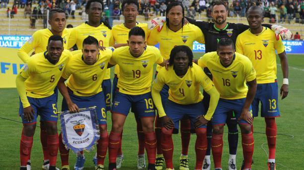 El conjunto titular de Ecuador en el estadio Hernando Siles de La Paz previo al cotejo de la décima fecha de las eliminatorias sudaemericanas. AFP