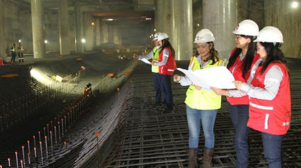 En la construcción del Metro se busca otorgar plazas de trabajo para mujeres en áreas directivas, estratégicas, administrativas y operativas. Foto: Paúl Rivas/ EL COMERCIO.