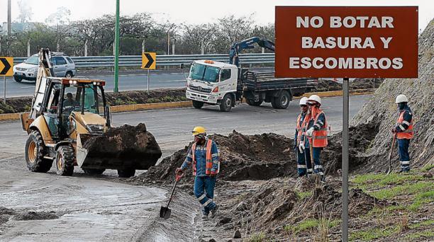A las 14:30 de ayer se habilitó la Panamericana Norte, en Oyacoto, luego del aluvión. Foto: Eduardo Teràn / EL COMERCIO