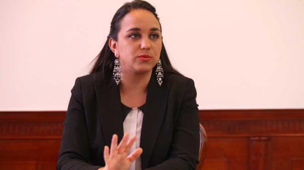 Gabriela Rivadeneira presentó el proyecto con el fin de proteger la intimidad. Foto: Julio Estrella/ EL COMERCIO