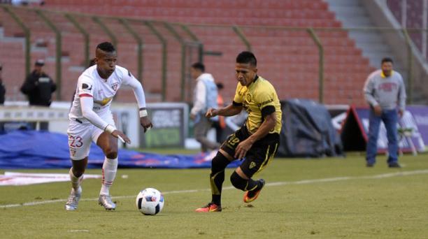 En el estadio Casa Blanca, Liga de Quito se enfrentan a Fuerza Amarilla.