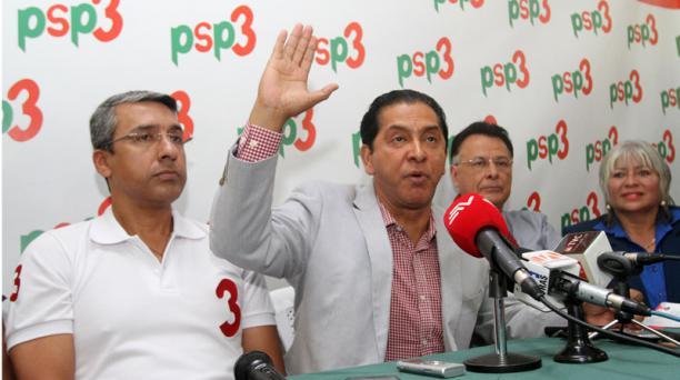 Gilmar Gutierrez (izq.) y Lucio Gutierrez (der.) en la asamblea nacional del PSP3 en las instalaciones del partido en Quito en julio del 2016. En la reunión fue para analizar las próximas elecciones.  Foto: Patricio Terán A. / EL COMERCIO