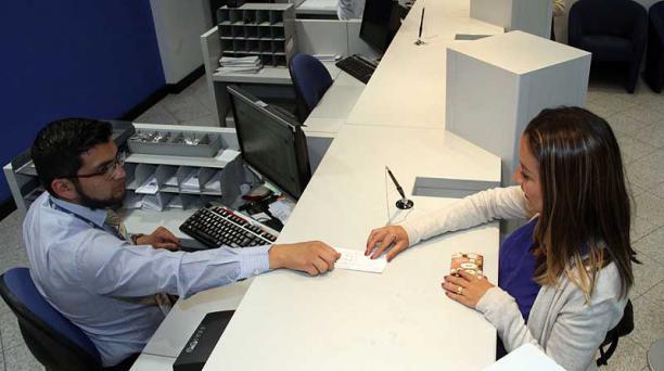 En Citibank, las tasas de interés también se han reducido en los últimos meses; clientes se acomodan a la situación. Foto: Pavel Calahorrano / EL COMERCIO