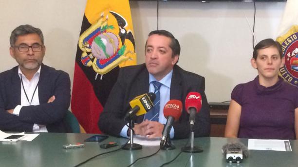 Alberto Narváez, Ramiro García y Estefany Altamirano hablaron sobre el Código. Foto: Mariela Rosero/EL COMERCIO