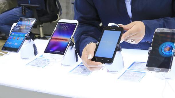 El Gobierno amplió el cupo de importación de celulares el año pasado y lo fijó en USD 250 millones. Foto: Archivo / EL COMERCIO
