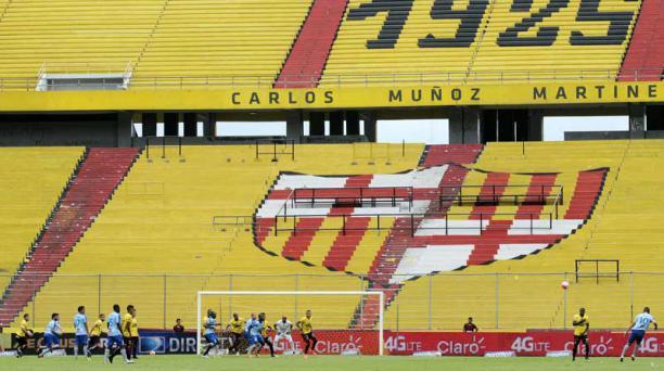 Barcelona y Macará en el estadio Monumental el 6 de febrero. Foto: API