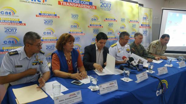 Pie de foto: Los principales de las Fuerzas Armadas, Policía Nacional, Delegación Electoral y Junta Provincial del Guayas presentaron este 9 de febrero del 2017 el plan operativo respecto a las elecciones)