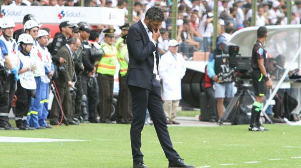 El director técnico de Liga de Quito, Gustavo Munúa, durante el partido entre los 'albos' y Delfín el pasado 5 de febrero del 2017