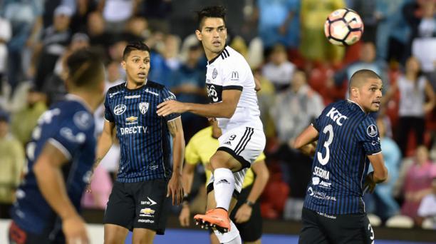 Olimpia e Independiente del Valle se enfrentan en el estadio Defensores del Chaco en Paraguay.