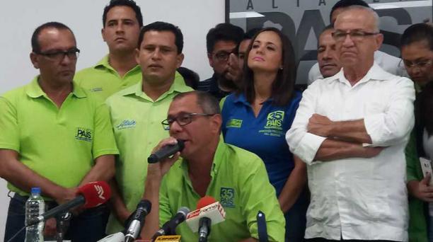 En una rueda de prensa, Jorge Glas estuvo acompañado de los candidatos a la Asamblea de Guayas, como Marcela Aguiñaga, Octavio Villacreses, entre otros. Foto: Joffre Flores / EL COMERCIO